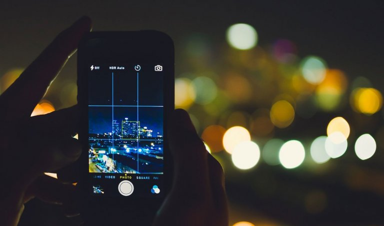 How to Take Good Photos on Phone? [9 Phone Photography Tips for Beginners]