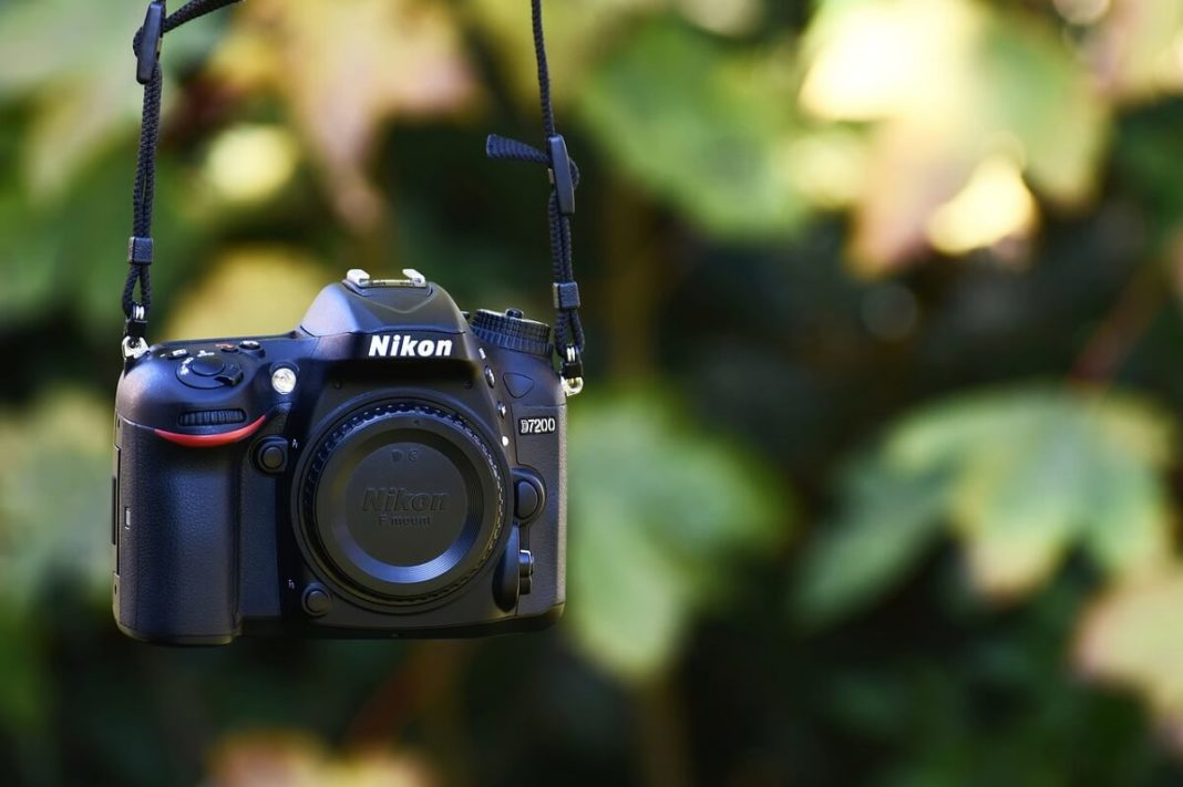 10 Popular Nikon DSLR Cameras & Accessories to Buy in 2020