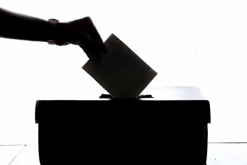 Smooth voting with help of smart contracts
